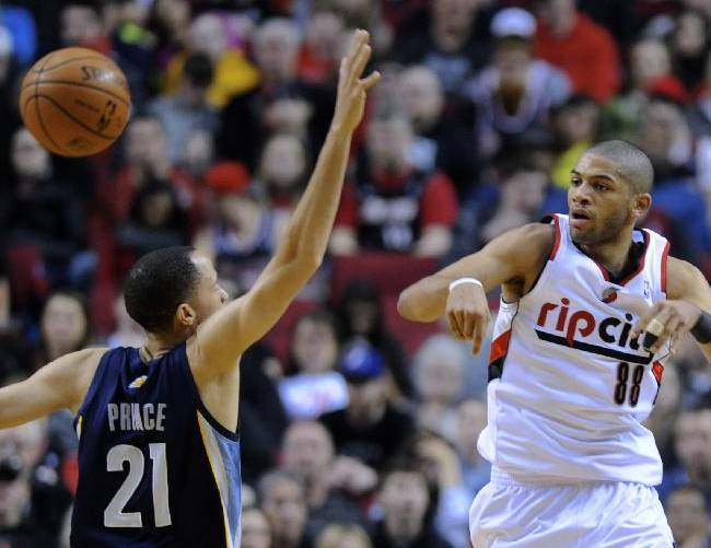 Memphis Grizzlies' Tayshaun Prince (21) defends against Portland Trail Blazers' Nicolas Batum (88) during the first half of an NBA basketball game in Portland, Ore., Sunday March 30, 2014