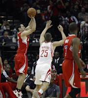 HOUSTON, TX - NOVEMBER 09: J.J. Redick #4 of the Los Angeles Clippers shoots as Chandler Parsons #25 of the Houston Rockets attempts to get a hand on the ball at Toyota Center on November 9, 2013 in Houston, Texas. (Photo by Bob Levey/Getty Images)