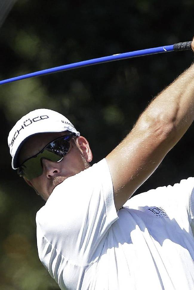 Stenson tears up the golf course for a 64