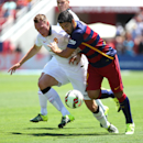 IMAGE DISTRIBUTED FOR INTERNATIONAL CHAMPIONS CUP - Manchester United's Phil Jones, left, and FC Barcelona's Luis Suarez struggle for the ball during an International Champions Cup soccer match at Levi's Stadium, Saturday, June 25, 2015, in Sa
