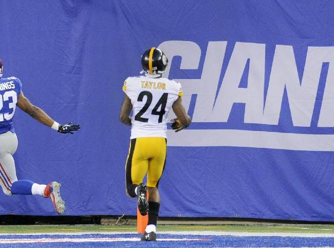 New York Giants running back Rashad Jennings (23) reacts after scoring a touchdown against the Pittsburgh Steelers in the first quarter  of  a preseason NFL football game, Saturday, Aug. 9, 2014, in East Rutherford, N.J
