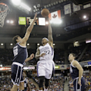 Sacramento Kings guard Isaiah Thomas, center, shoots over Oklahoma City Thunder center Steven Adams, left, of New Zealand, as Thunder forward Nick Collison, right, looks on during the fourth quarter of an NBA basketball game in Sacramento, Calif., Tuesday