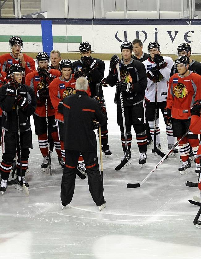 Chicago Blackhawks coach Joel Quenneville talks to his players at the teams NHL hockey training camp on the campus of the University of Notre Dame in South Bend, Ind., Thursday, Sept. 12, 2013