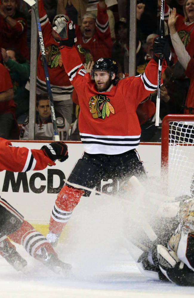 Saad signs 6-year, $36 million deal with Columbus
