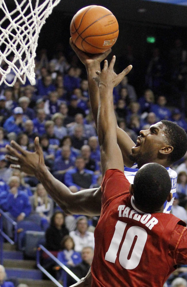 No. 25 Kentucky survives Alabama 55-48