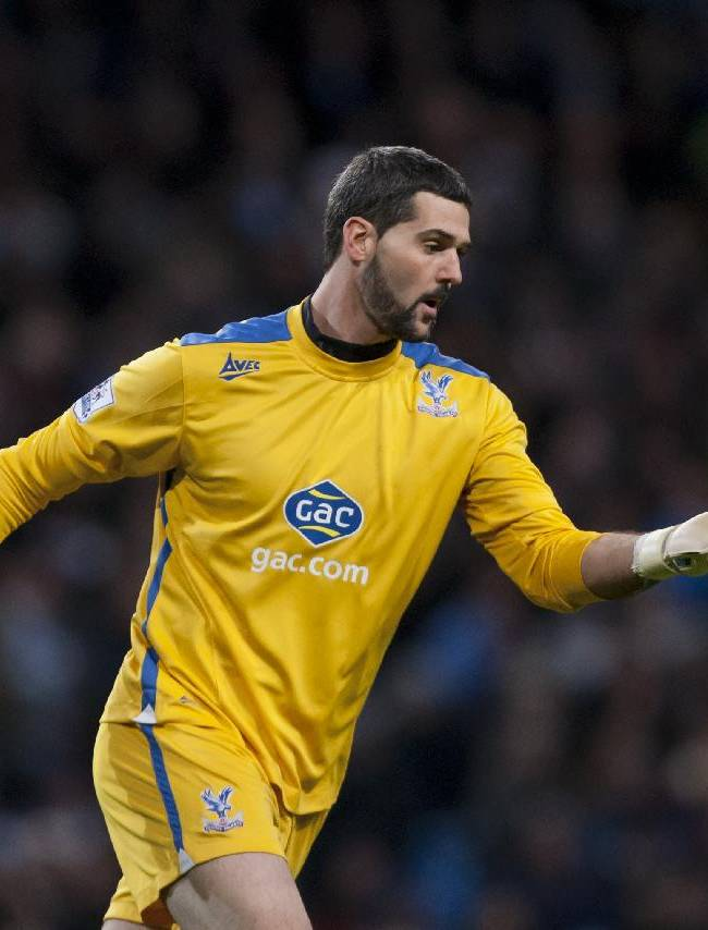 Crystal Palace's Julian Speroni distributes the ball during his team's English Premier League soccer match against Manchester City at the Etihad Stadium, Manchester, England, Saturday Dec. 28, 2013