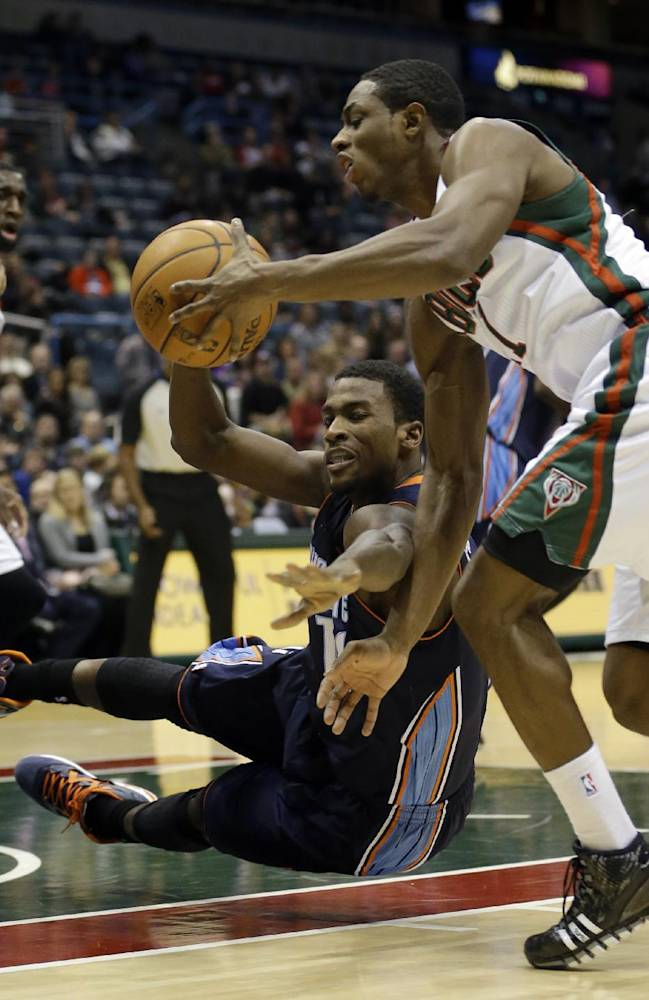 Charlotte Bobcats' Michael Kidd-Gilchrist, center, and Milwaukee Bucks' Brandon Knight, right, go after a loose ball during the first half of an NBA basketball game on Saturday, Nov. 23, 2013, in Milwaukee