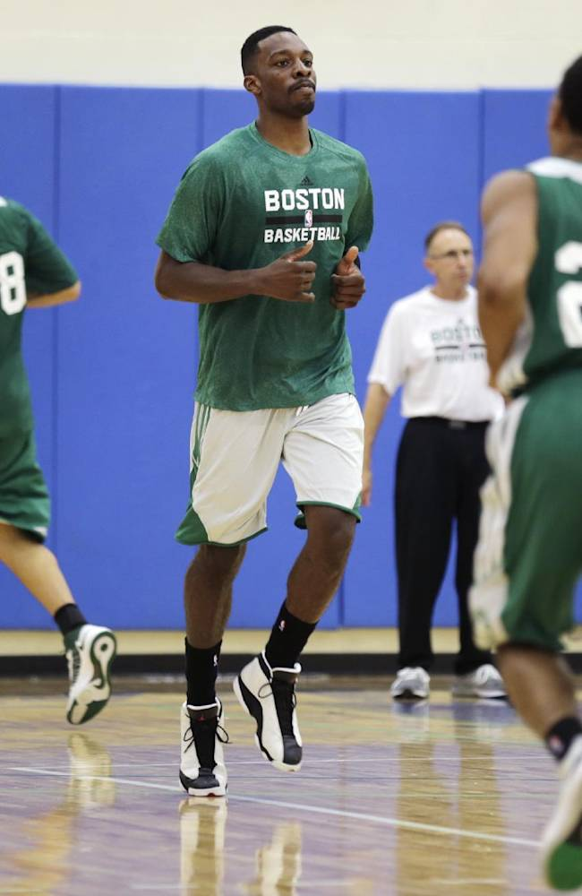 Boston Celtics forward Jeff Green, center, runs with teammates during NBA basketball training camp at Salve Regina University, Tuesday, Oct. 1, 2013, in Newport, R.I