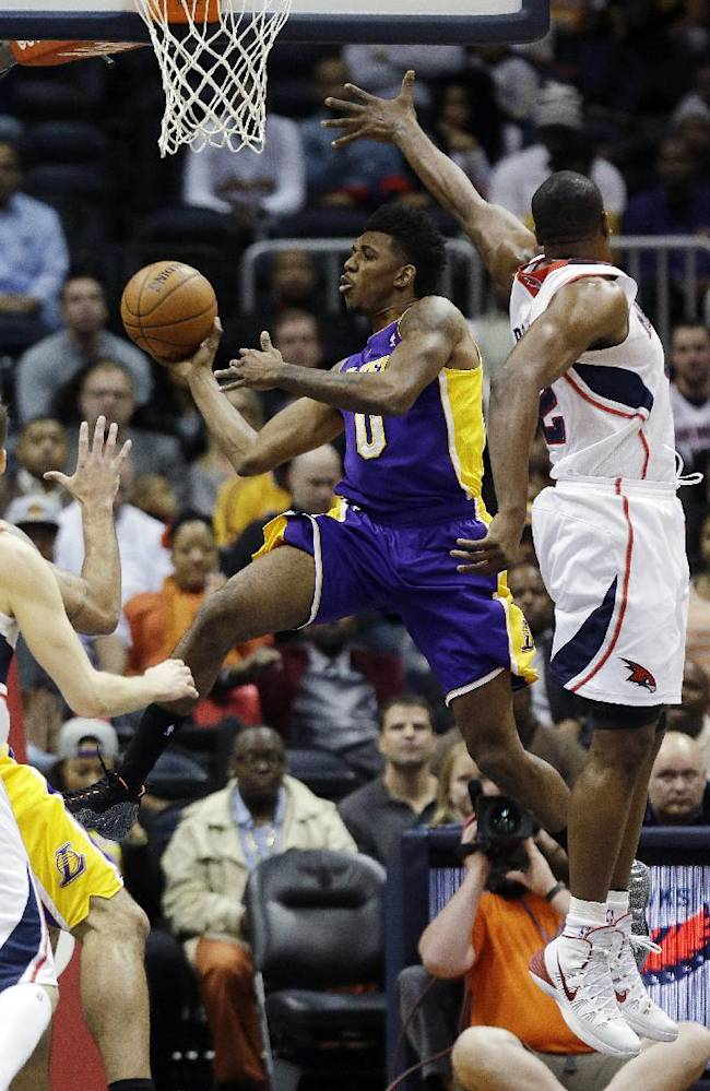 Korver's 3s help Hawks top Lakers 114-100