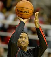 RIO DE JANEIRO, BRAZIL - OCTOBER 12: Derrick Rose #1 of the Chicago Bulls shoots before the game Chicago Bulls v Washington Wizards - NBA Global Games Rio 2013 at Arena HSBC on October 12, 2013 in Rio de Janeiro, Brazil. (Photo by Alexandre Loureiro/Getty Images)