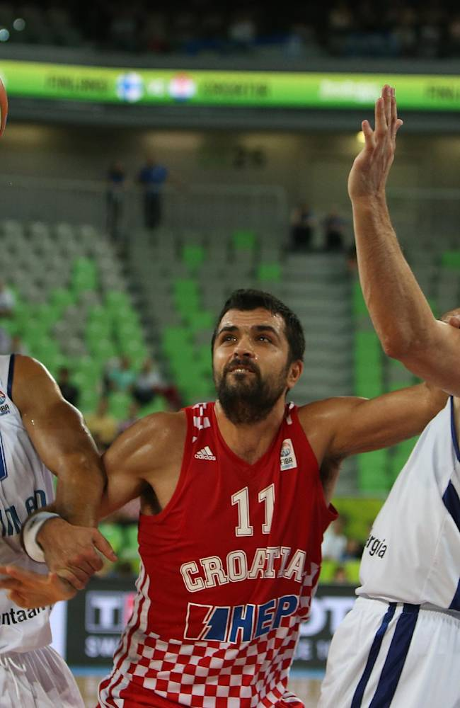 Greece stuns Spain 79-75 at Euro championship