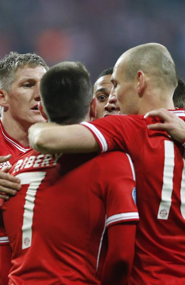Bayern's Bastian Schweinsteiger, second left, celebrates with his teammates after scoring the opening goal during the Champions League round of 16 second leg soccer match between FC Bayern Munich and FC Arsenal in Munich, Germany, Wednesday, March 12, 2014
