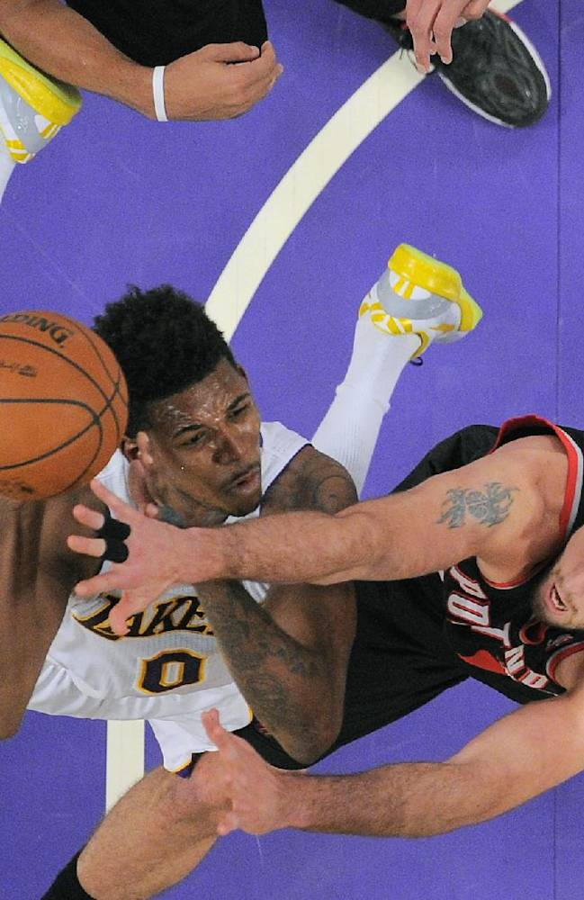 Blazers hold off furious Lakers rally, win 114-108
