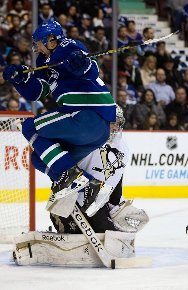 Crosby lifts Penguins over Canucks 5-4 in shootout