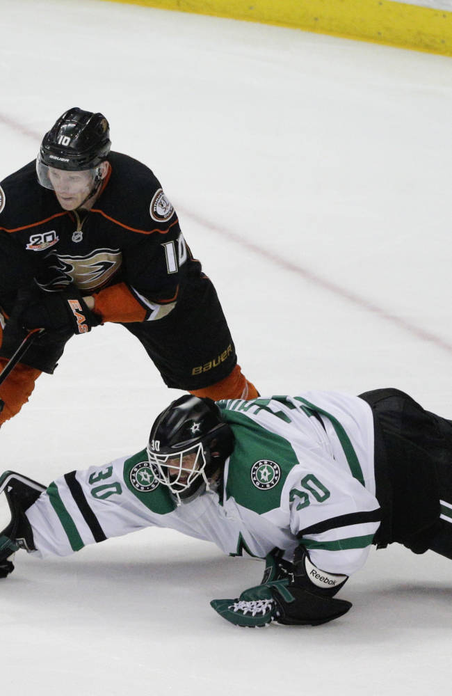 Getzlaf leads Ducks past Stars 6-2 in Game 5