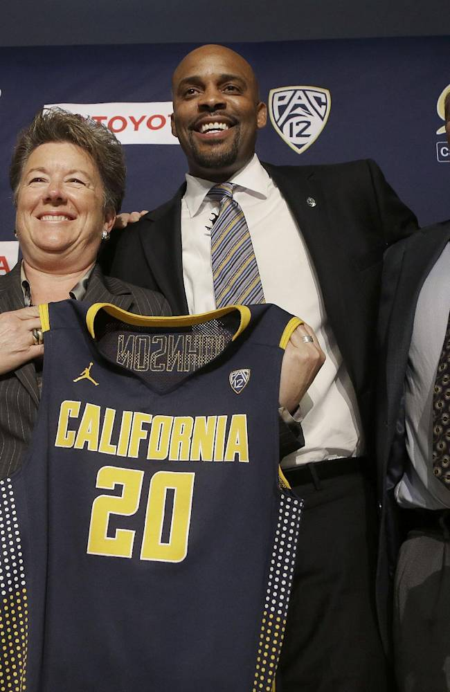 Cuonzo Martin, second from right, smiles as he poses for photographs with, from left,  chancellor Nicholas Dirks, athletic director Sandy Barbour and vice chancellor John Wilton after Martin was introduced as the new men's basketball coach at California at a news conference in Berkeley, Calif., Tuesday, April 15, 2014. California hired Tennessee's Cuonzo Martin as its coach Tuesday, charging him with taking over another program after a successful run by his predecessor. Martin replaces Mike Montgomery, who retired last month after six seasons in Berkeley