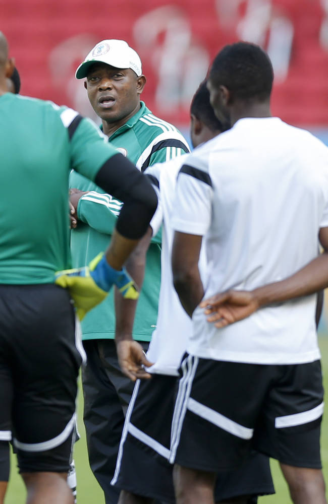 Nigeria's coach Stephen Keshi, second left, speaks to players at the start of a training session at Beira-Rio Stadium in Porto Alegre, Brazil, Tuesday, June 24, 2014.  Nigeria plays in group F of the 2014 soccer World Cup