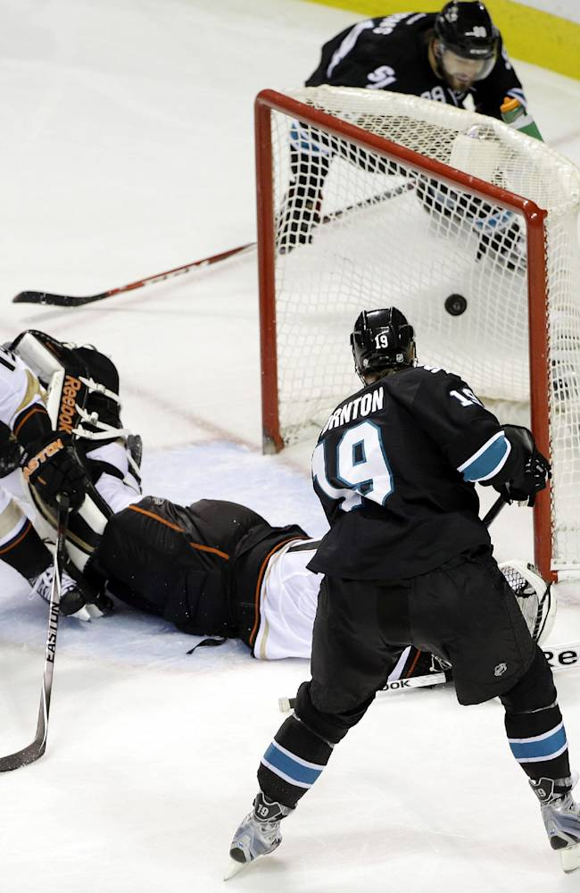 Sharks move into 1st with 3-2 win over Ducks