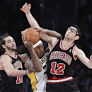Los Angeles Lakers forward Jordan Hill, center, gets blocked out by Chicago Bulls' Joakim Noah, left, Kirk Hinrich during the second half of an NBA basketball game, Sunday, Feb. 9, 2014, in Los Angeles The Associated Press