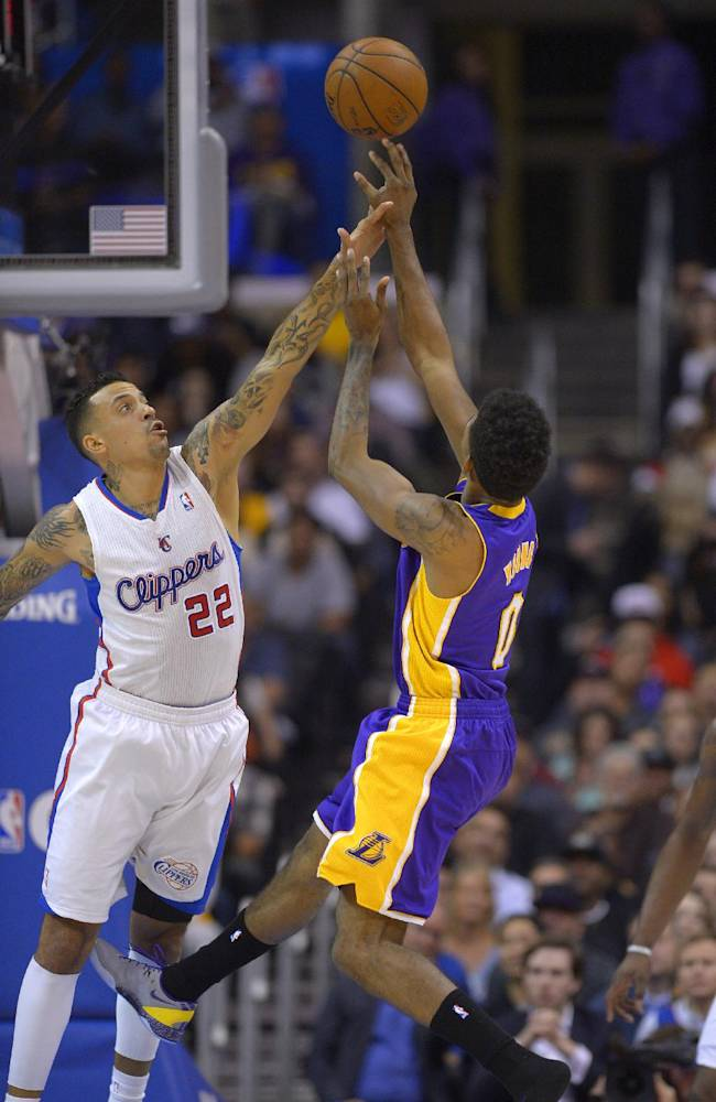 Griffin leads Clippers in 123-87 blowout of Lakers