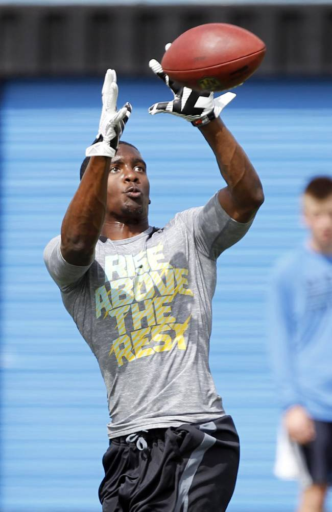 Wide receiver Jerry Rice catches a pass during UCLA pro day for NFL scouts at Spaulding Field on Tuesday, March 11, 2014, in Los Angeles