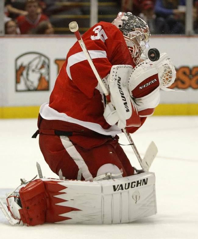 Detroit Red Wings goalie Jimmy Howard (35) makes a save against a shot by the Chicago Blackhawks in the first period of a preseason NHL hockey game Sunday, Sept. 22, 2013 in Detroit