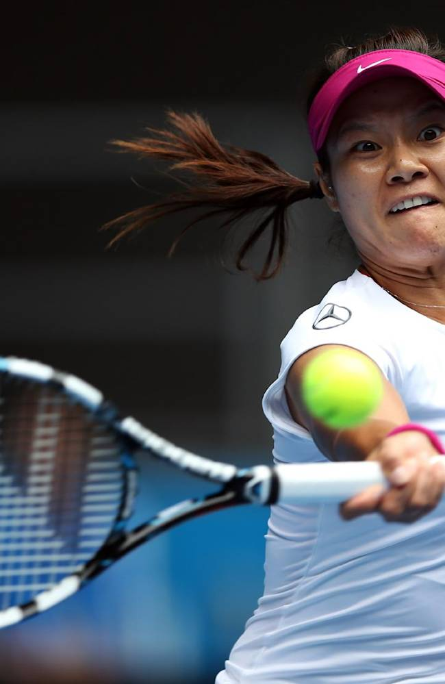 Li Na of China makes a forehand return to Ekaterina Makarova of Russia during their fourth round match at the Australian Open tennis championship in Melbourne, Australia, Sunday, Jan. 19, 2014