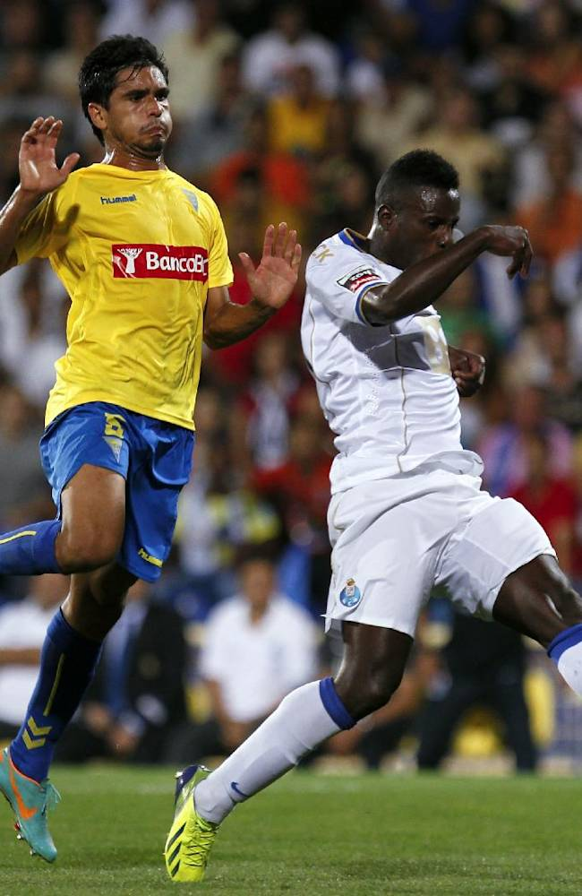 Porto's Silvestre Varela, right, tussles for the ball with Estoril's Anderson Luiz, from Brazil, during their Portuguese league soccer match at the Antonio Coimbra da Mota stadium in Estoril, near Lisbon, Sunday, Sept. 22, 2013. The match ended in a 2-2 draw