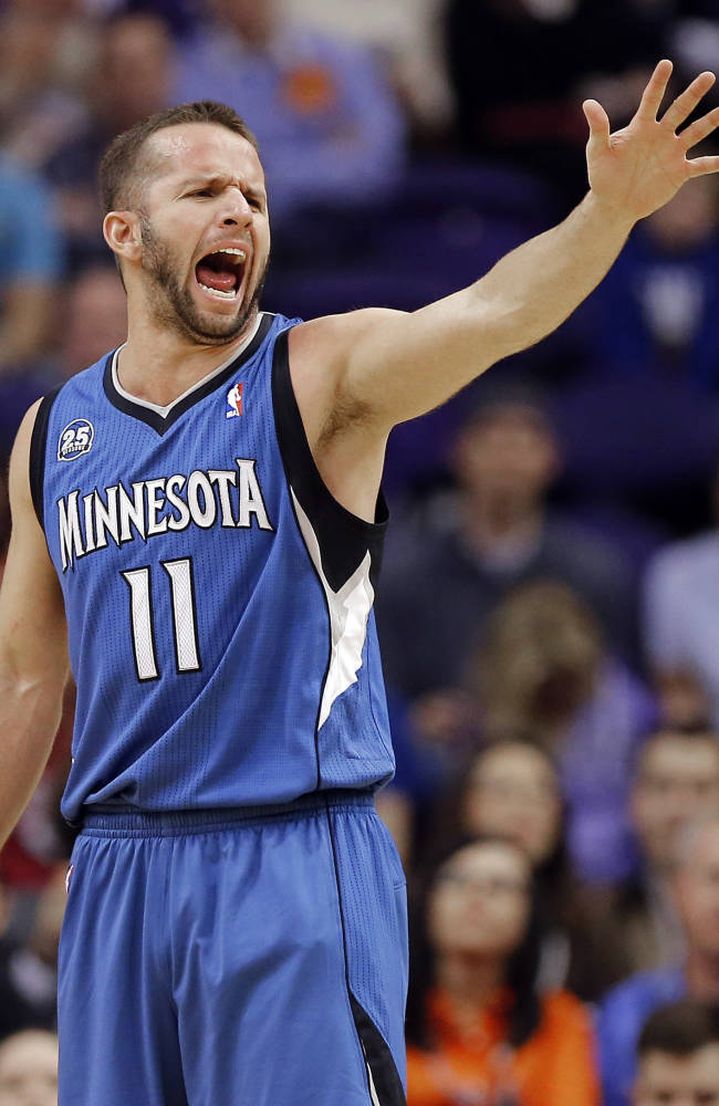 Love, Timberwolves beat Phoenix with late outburst