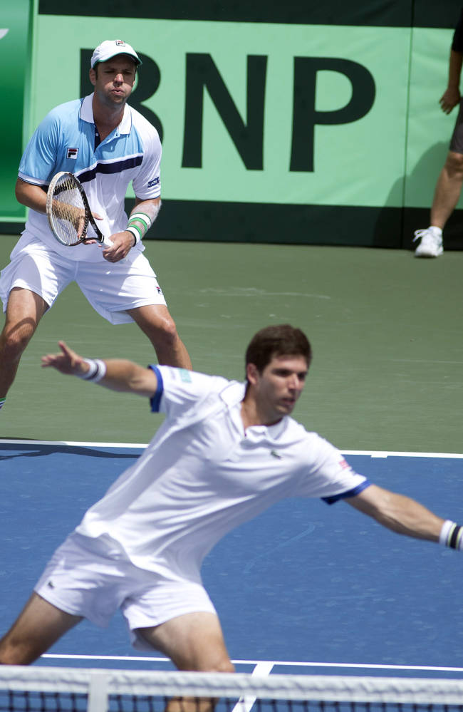 Israel takes 2-1 lead vs Argentina in Davis Cup