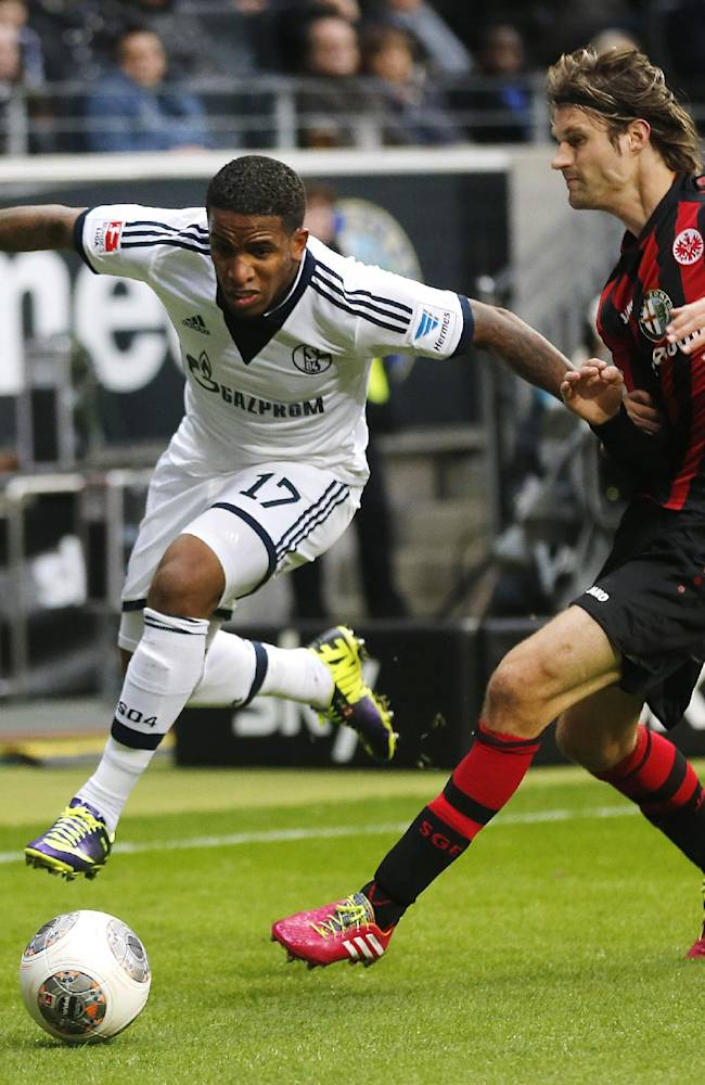 Frankfurt's Martin Lanig, right, and Schalke's Jefferson Farfan challenge for the ball during the German first division Bundesliga soccer match between Eintracht Frankfurt and FC Schalke 04 in Frankfurt, Germany, Saturday, Nov. 23, 2013