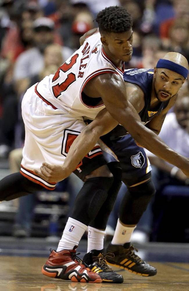 Memphis Grizzlies' Jerryd Bayless, right, passes around Chicago Bulls' Jimmy Butler during the second half of an NBA preseason basketball game Monday, Oct. 7, 2013, in St. Louis. The Bulls won 106-87