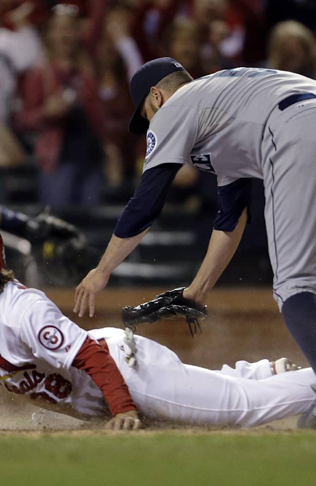 Cards retake NL Central lead, win on passed ball
