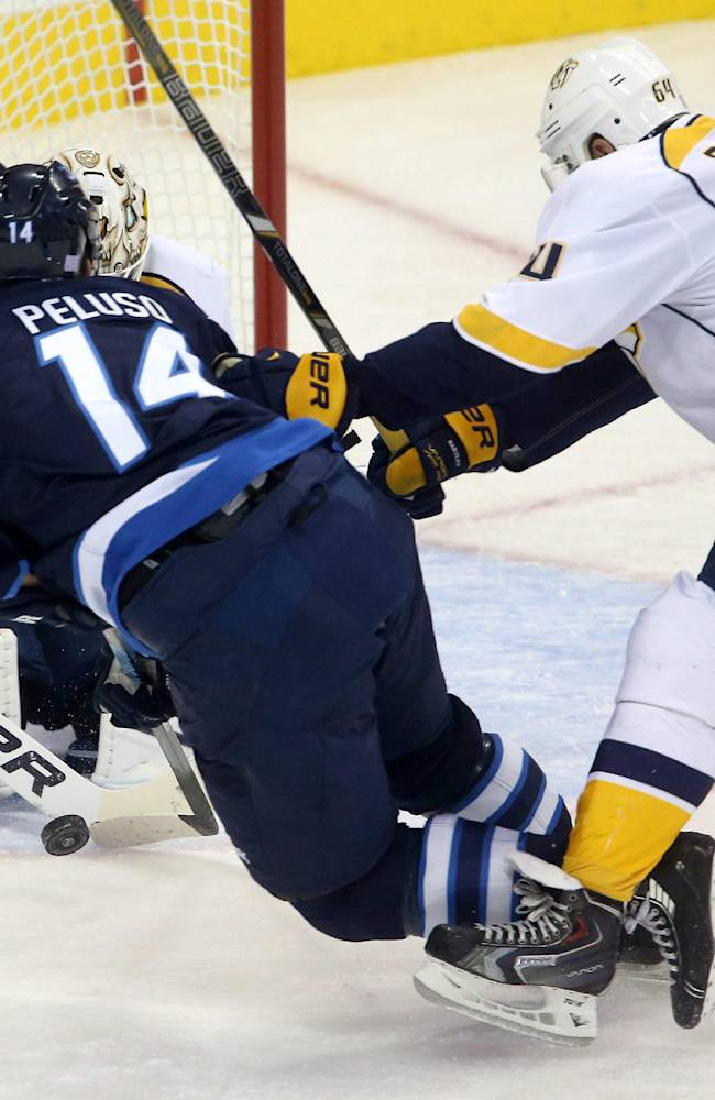 Hutton gets 1st NHL win, Predators beat Jets 3-1