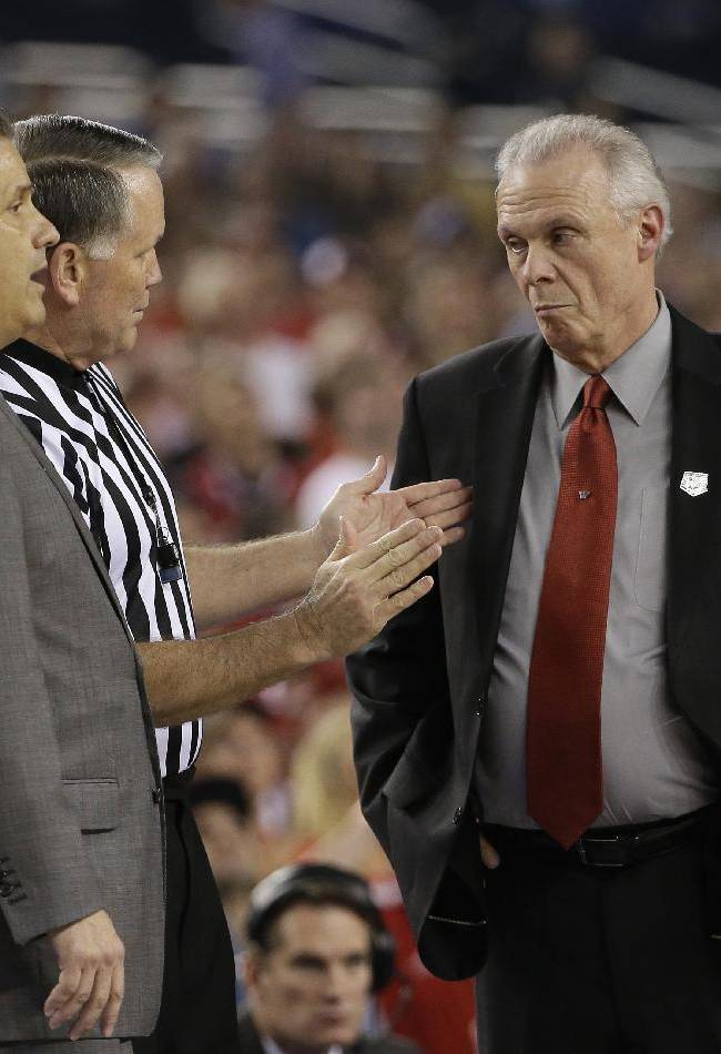 Wisconsin head coach Bo Ryan, right, and Kentucky head coach John Calipari, left, talks with an official during the first half of an NCAA Final Four tournament college basketball semifinal game Saturday, April 5, 2014, in Arlington, Texas