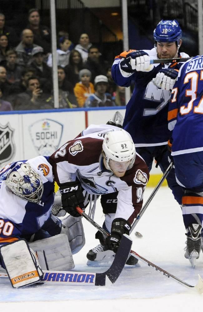 Duchene scores twice, Avs beat Islanders 5-2