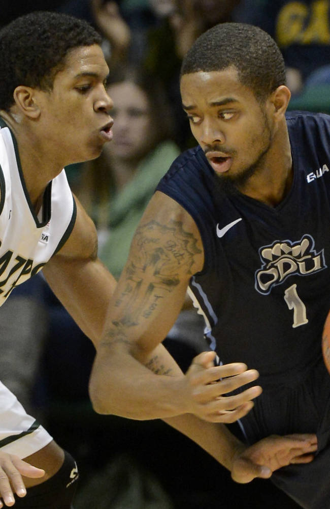 Old Dominion's Aaron Bacote works against the pressure of UAB's Chad Frazier during the first half of an NCAA college basketball game in Birmingham, Ala., Thursday, Jan. 30, 2014