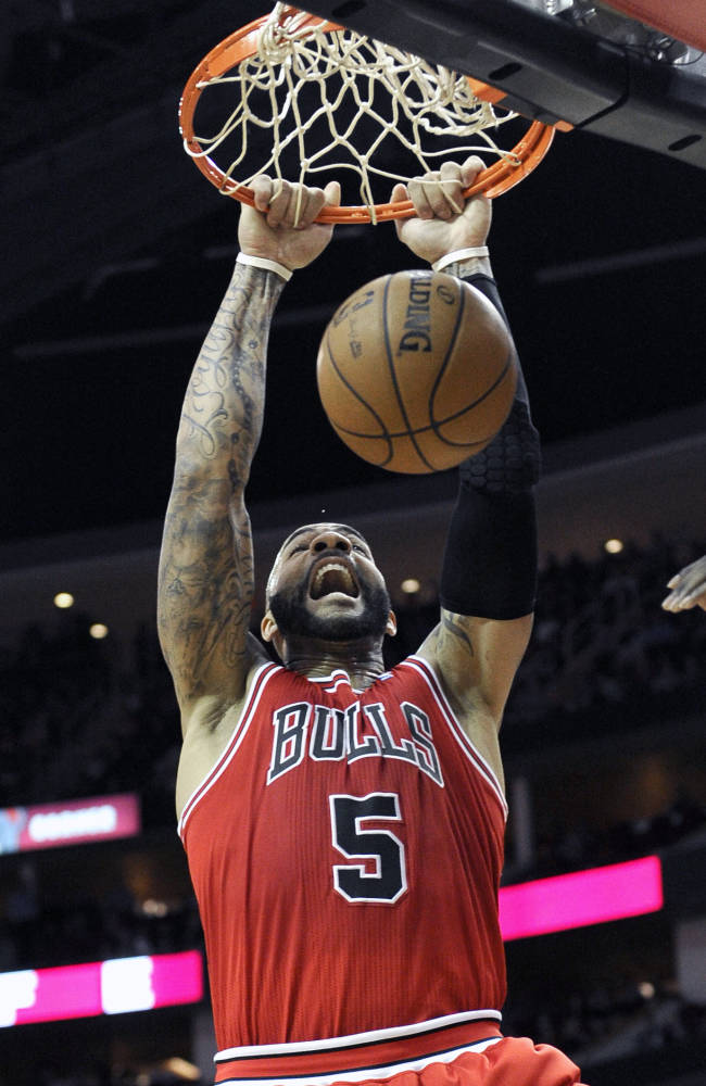 Howard leads Rockets over Bulls 109-94