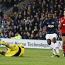Manchester United s Danny Welbeck, second right, reacts in frustration beside Cardiff City s Steven Caulker, right, after his teammate Wayne Rooney failed to find him with a potential pass to score, just before the end of the English Premier League soccer
