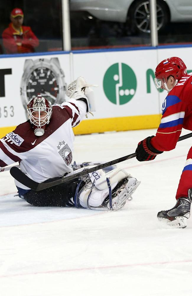 Unbeaten Russia reach world ice hockey quarters