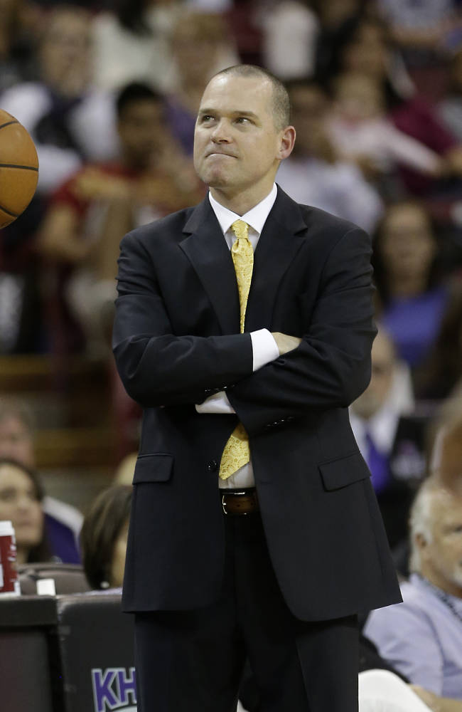Sacramento Kings head coach Michael Malone grimaces in the closing moments of the Kings 97-86 loss to the Memphis Grizzlies in an NBA basketball game in Sacramento, Calif., Sunday, Nov. 17, 2013