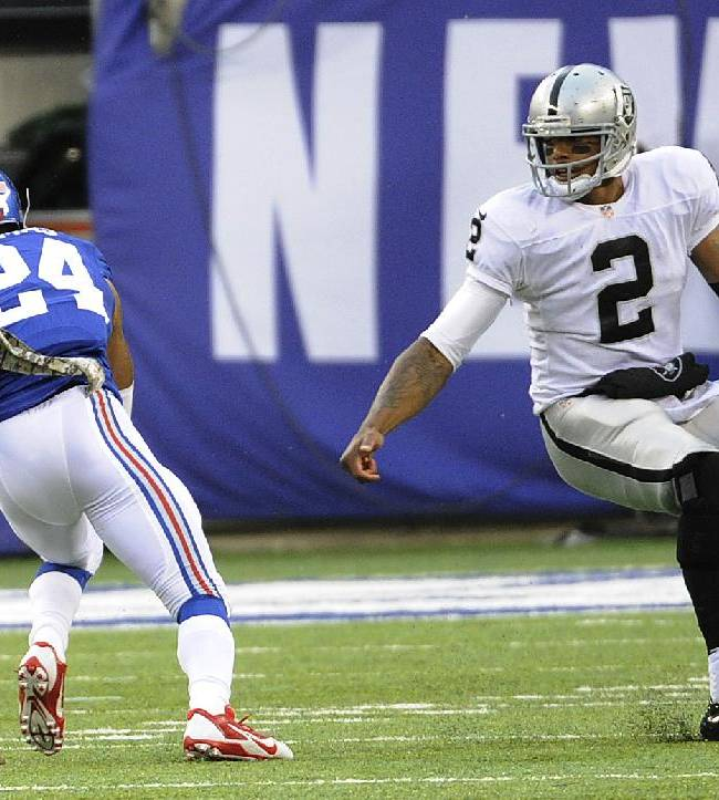 Pryor struggles for Raiders on banged-up knee