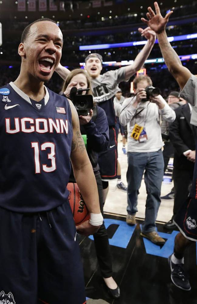 UConn upsets Michigan St 60-54, back to Final Four