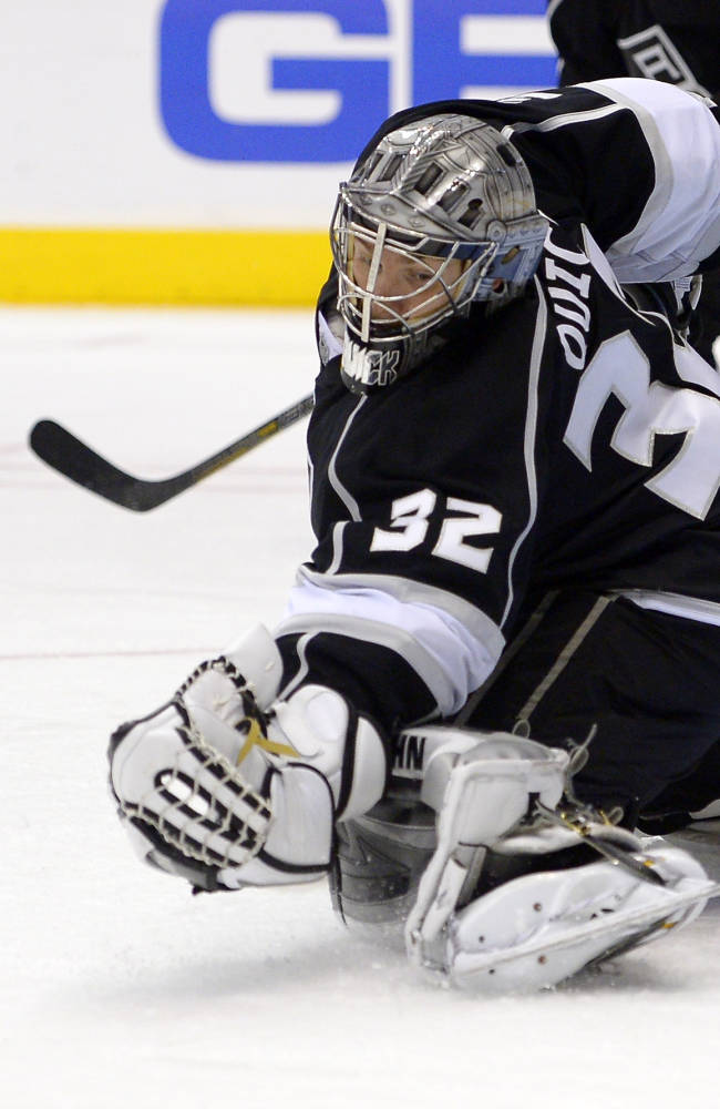 LA Kings G Quick heads home for injury evaluation