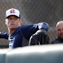 Atlanta Braves pitcher Gavin Floyd throws as manager Fredi Gonzalez, right, watches during a spring training baseball workout, Thursday, Feb. 13, 2014, in Kissimmee, Fla The Associated Press
