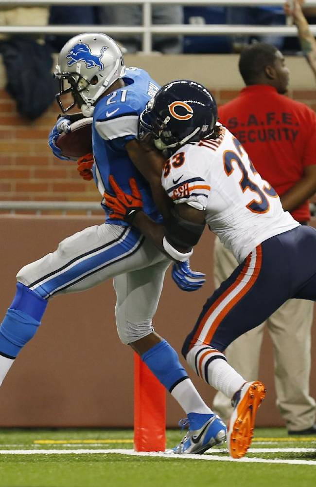 Detroit Lions running back Reggie Bush (21), defended by Chicago Bears cornerback Charles Tillman (33) scores on a 37-yard touchdown run during the second quarter of an NFL football game at Ford Field in Detroit, Sunday, Sept. 29, 2013