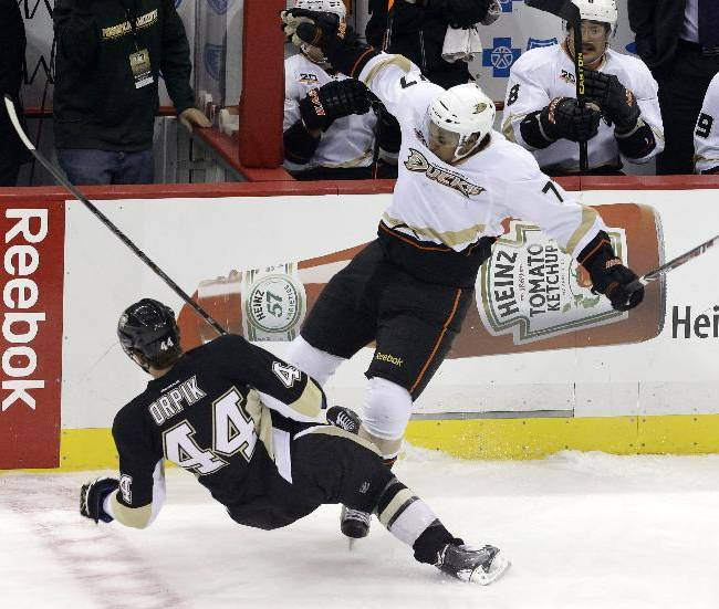 Penguins erupt with 3 in 3rd, slip by Ducks 3-1