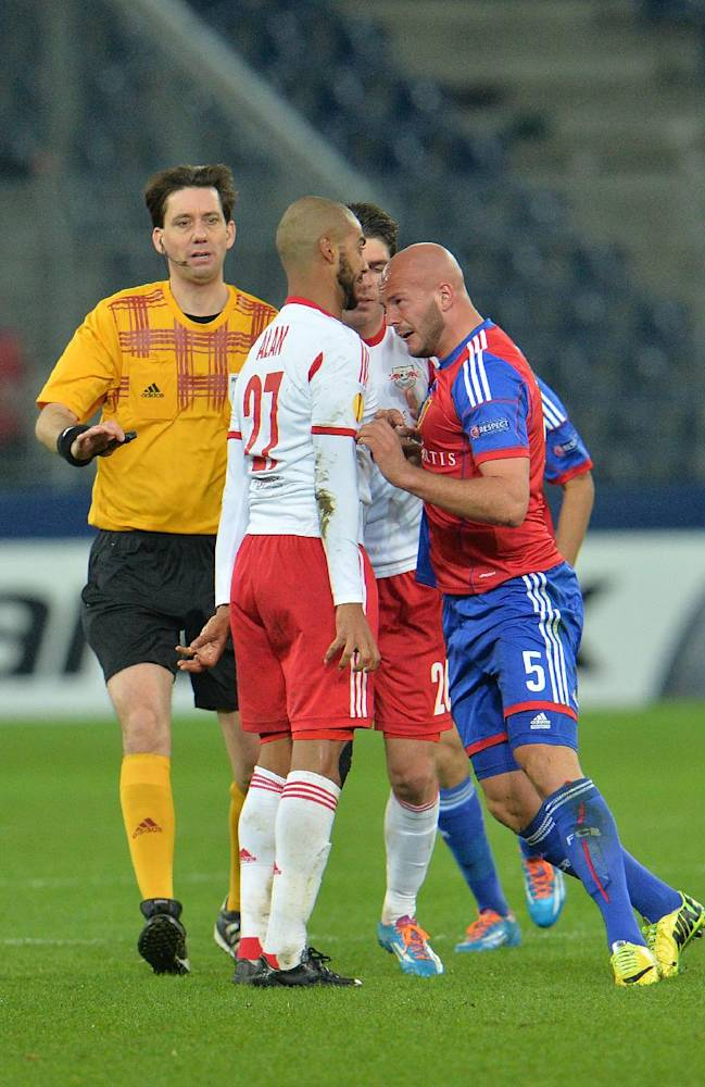 Basel's Arlind Ajeti, right, reacts with Salzburg's Alan, during the Europa League round of 16 second leg soccer match between Red Bull Salzburg and FC Basel in Salzburg, Austria, on Thursday, March 20, 2014
