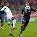 Bayern's Thiago Alcantara, right, and Manchester City's Fernandinho, left, challenge for the ball during the Champions League group D soccer match between FC Bayern Munich and Manchester City, in Munich, southern Germany, Tuesday, Dec. 10, 2013