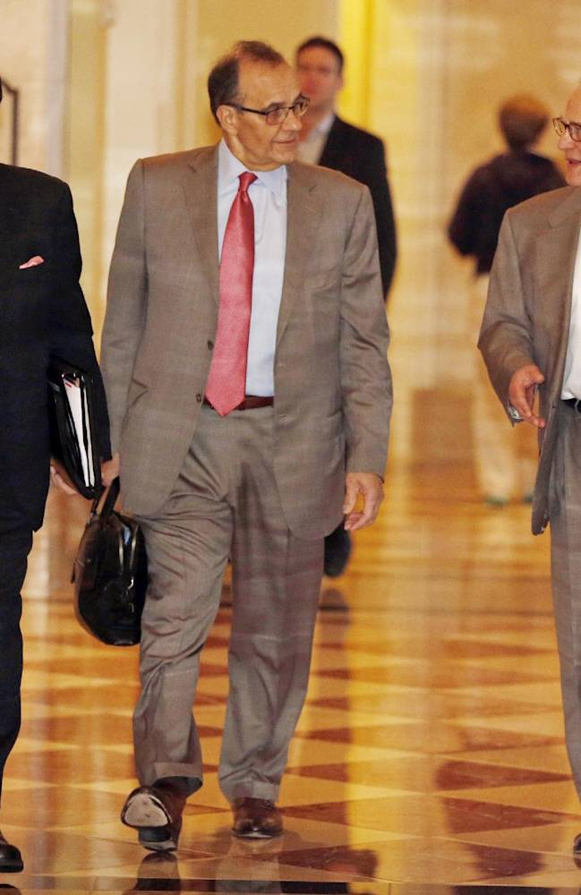 MLB executive vice president Joe Torre, along with  Chicago White Sox owner Jerry Reinsdorf, right, and assistant Dennis Gilbert, left, head for morning meetings at baseball's general managers' meetings Thursday, Nov. 14, 2013, in Orlando, Fla